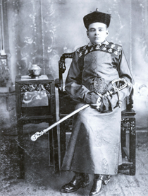 Homer-Lea-in-Chinese-attire-1904sized